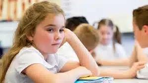 Per alcuni bambini è difficile stare in classe a causa dell'alta sensibilitàsensoriale